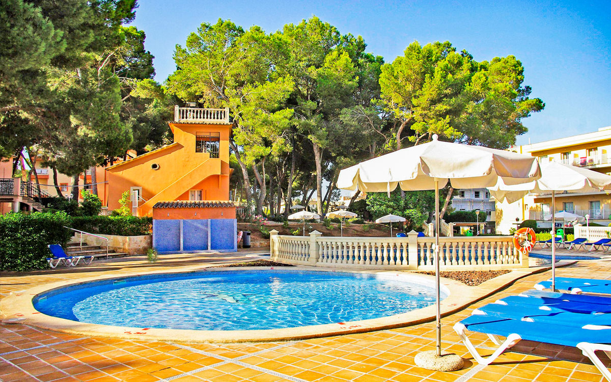 Hotel Palma Bay Club Resort - Mallorca - Pool / Liegen