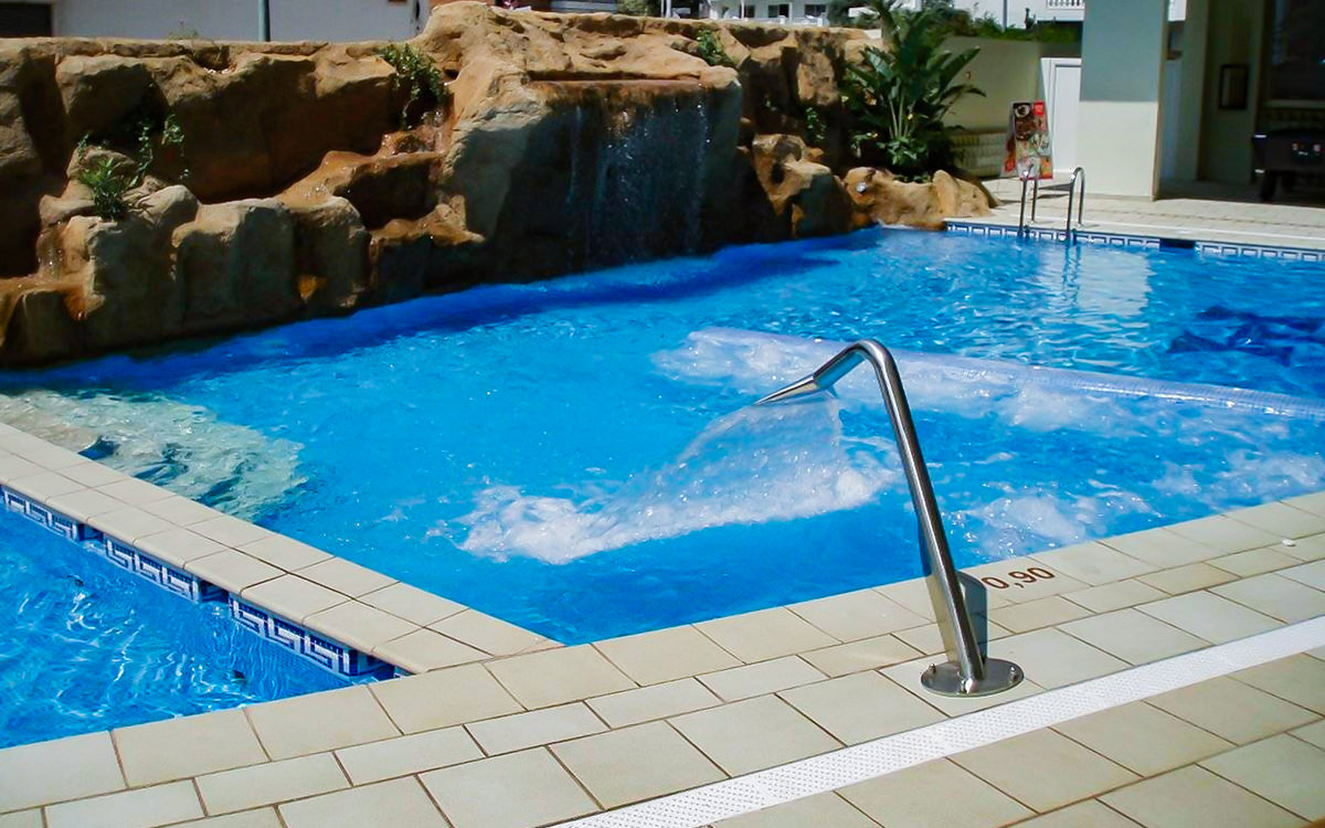 Hotel Terramar - Calella - Pool am Tag