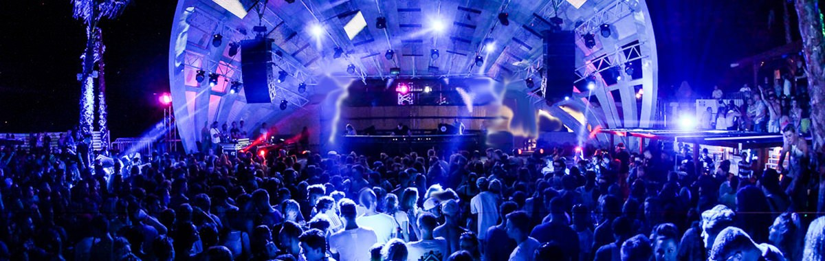 Nightlife / Discos & Clubs in Novalja